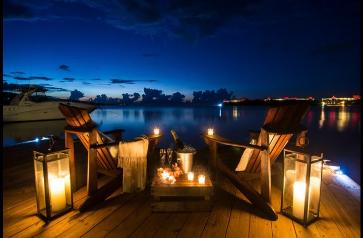 Romantic dockside drinks